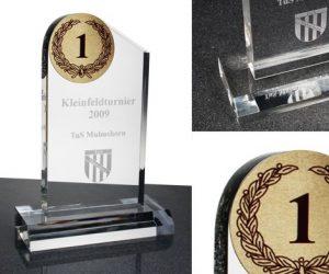 Acryl Pokal mit Lasergravur und 50mm Ronde