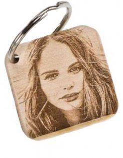 Schlüsselanhänger mit Fotogravur, Kirschholz